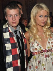 Conrad Hilton attends the 35th annual People's Choice Awards with sister, Paris, right in 2009.