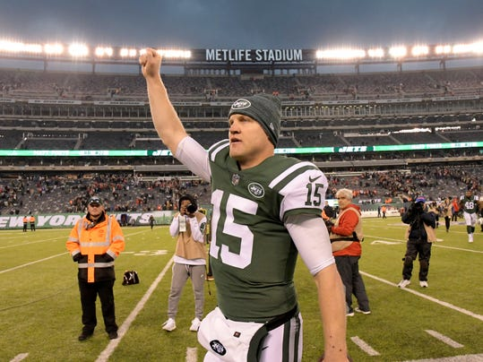 New York Jets quarterback Josh McCown celebrates clenches his fist after the team's NFL football game against the Kansas City Chiefs, Sunday, Dec. 3, 2017, in East Rutherford, N.J. The Jets won 38-31. (AP Photo/Bill Kostroun)