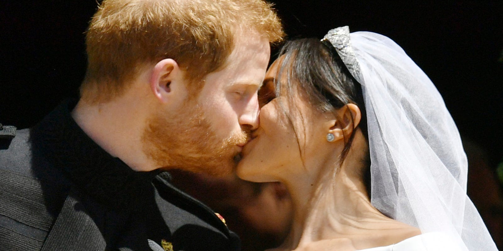 Royal Wedding Kiss.A Royal Kiss Prince Harry Duchess Meghan End Wedding With