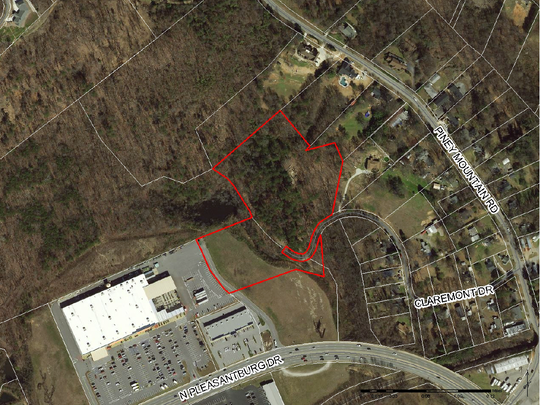 Greenville developer Jonathan Nett plans to build at least 56 condos on an 8-acrepatch of land -- outlined here in red -- between theestablished Piney Mountain Park subdivision and a Home Depot store on a seven-lane stretch of North Pleasantburg Drive.