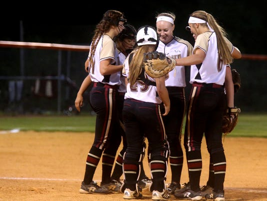 636298948090458811-13-Riverdale-vs-Creek-softball.JPG