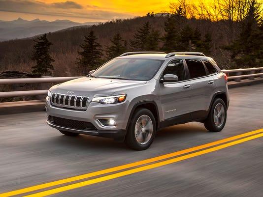 636513106546252224-2019-Jeep-Cherokee-03.jpg
