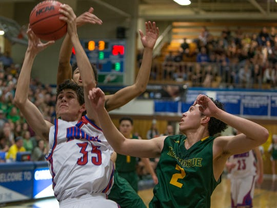 Reno's Will Grinsell shoots over Manogue's Gabe Bansuelo