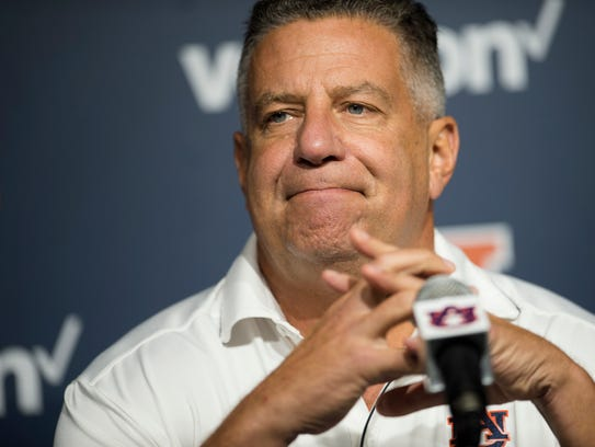 Bruce Pearl is in the middle of internal investigation