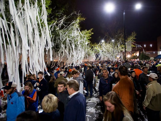 Auburn fans roll Toomer's Corner after the Tigers rolled