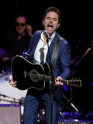 Charles Esten participates in the final US performance