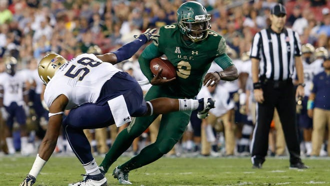 South Florida quarterback Quinton Flowers (9) runs the ball in the second quarter against Navy.
