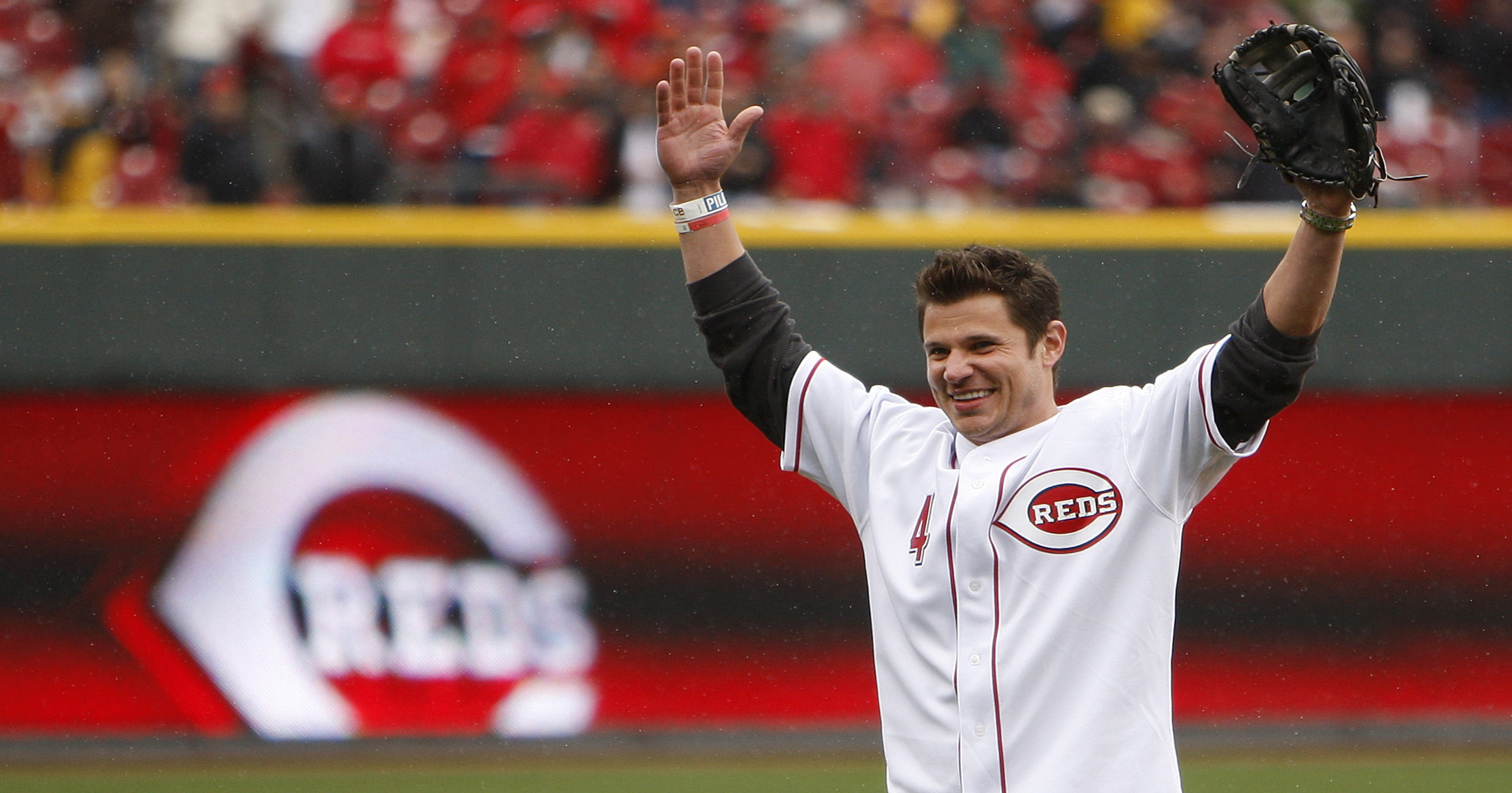 Jolly ol' Saint Nick Lachey is comin' to town with 98 Degrees