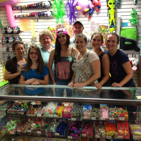 Katy Perry with staff at Skateville in Burnsville, MN