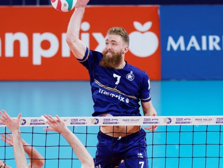 Mitch Stahl leaps for the ball in a Paris Volley professional