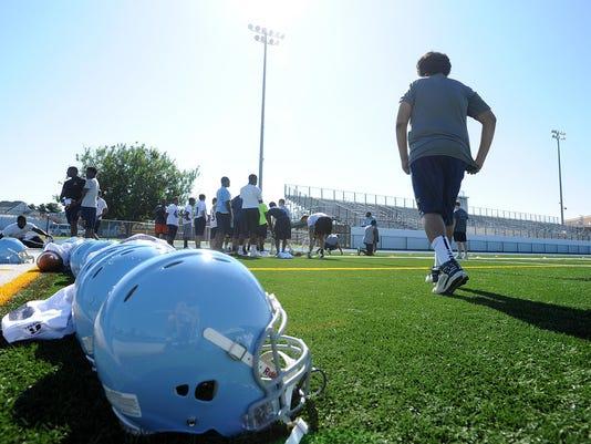 wil.0816.hs.football.practice