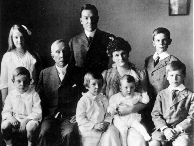 Abby Rockefeller, John D. Rockefeller Jr. John D. Rockefeller 3rdL-R sitting - Laurance S. Rockefeller, John D. Rockefeller Sr., Winthrop Rockefeller, Abby Aldrich Rockefeller, David Rockefeller, Nelson Rockefeller in 1916