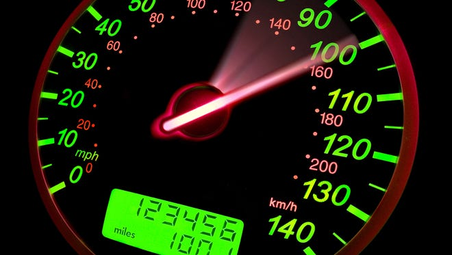 Speedometer showing needle movement to 100mph