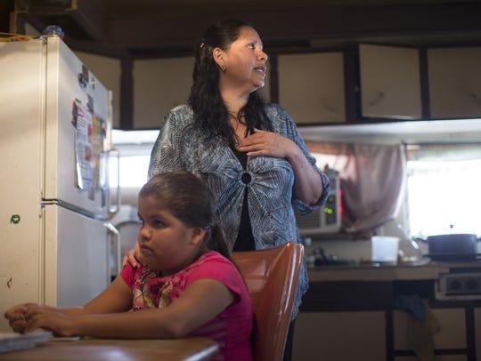 Rosa Ramírez y su hija Kimberly, residentes de Mesa