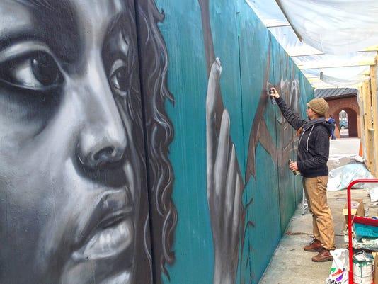 -BUR 0417 mural C2.jpg_20140417.jpg