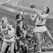 Indiana's Tom Abernethy and UCLA's Andre McCarter scramble for a loose ball during the second half at St. Louis, November 29, 1975.