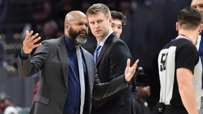 Cleveland Cavaliers coach J.B. Bickerstaff argues with referee Gediminas Petraitis (50) as assistant coach Geriot looks on during the second half at Rocket Mortgate FieldHouse on Feb. 29, 2020. [Ken Blaze-USA TODAY Sports]