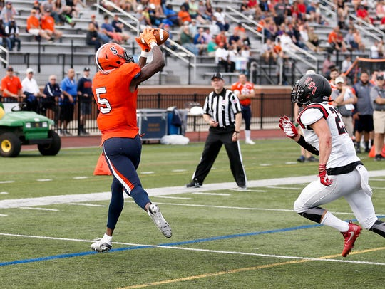 Hobart wide receiver Brandon Shed making a catch against