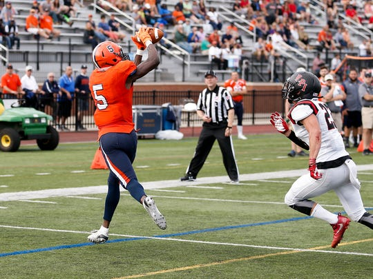 Hobart wide receiver Brandon Shed making a catch against RPI.