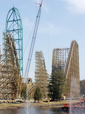 2006: El Toro was the new wooden coaster in the 2006 season.