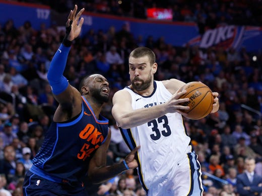 Memphis Grizzlies center Marc Gasol (33) drives past