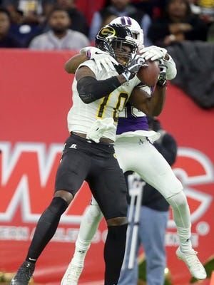 Grambling State wide receiver Chad Williams (10) catches a pass from quarterback DeVante Kincade before the end of the second quarter of the Southwestern Athletic Conference NCAA college football championship game Saturday, Dec. 3, 2016, in Houston. (Yi-Chin Lee/Houston Chronicle via AP)