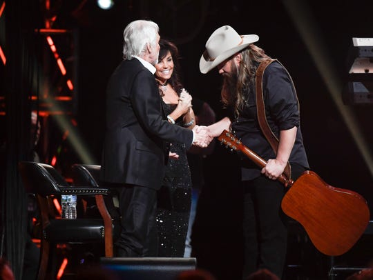 Chris Stapleton bows to Kenny Rogers after performing