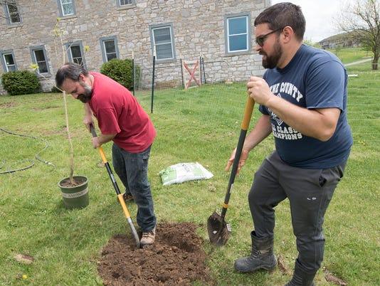 3-cpo-mwd-050718-tree-planting