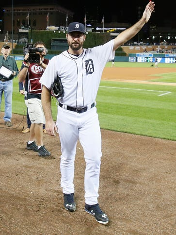 Tigers pitcher Justin Verlander waves to the crowd's