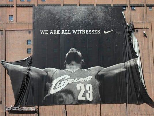 Cavaliers LeBron Gilbert Basketball