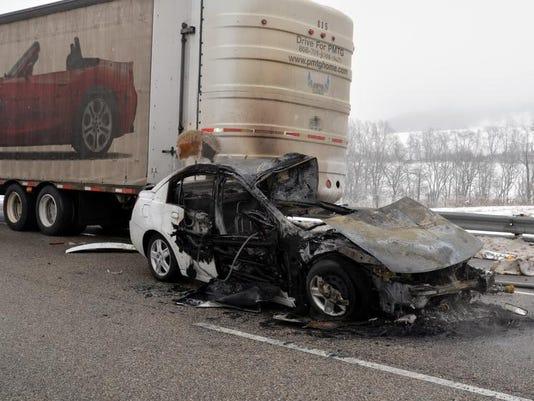 -car fire.jpg_20140318 (2).jpg