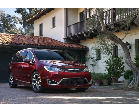 FCA US LLC 2017 Chrysler Pacifica