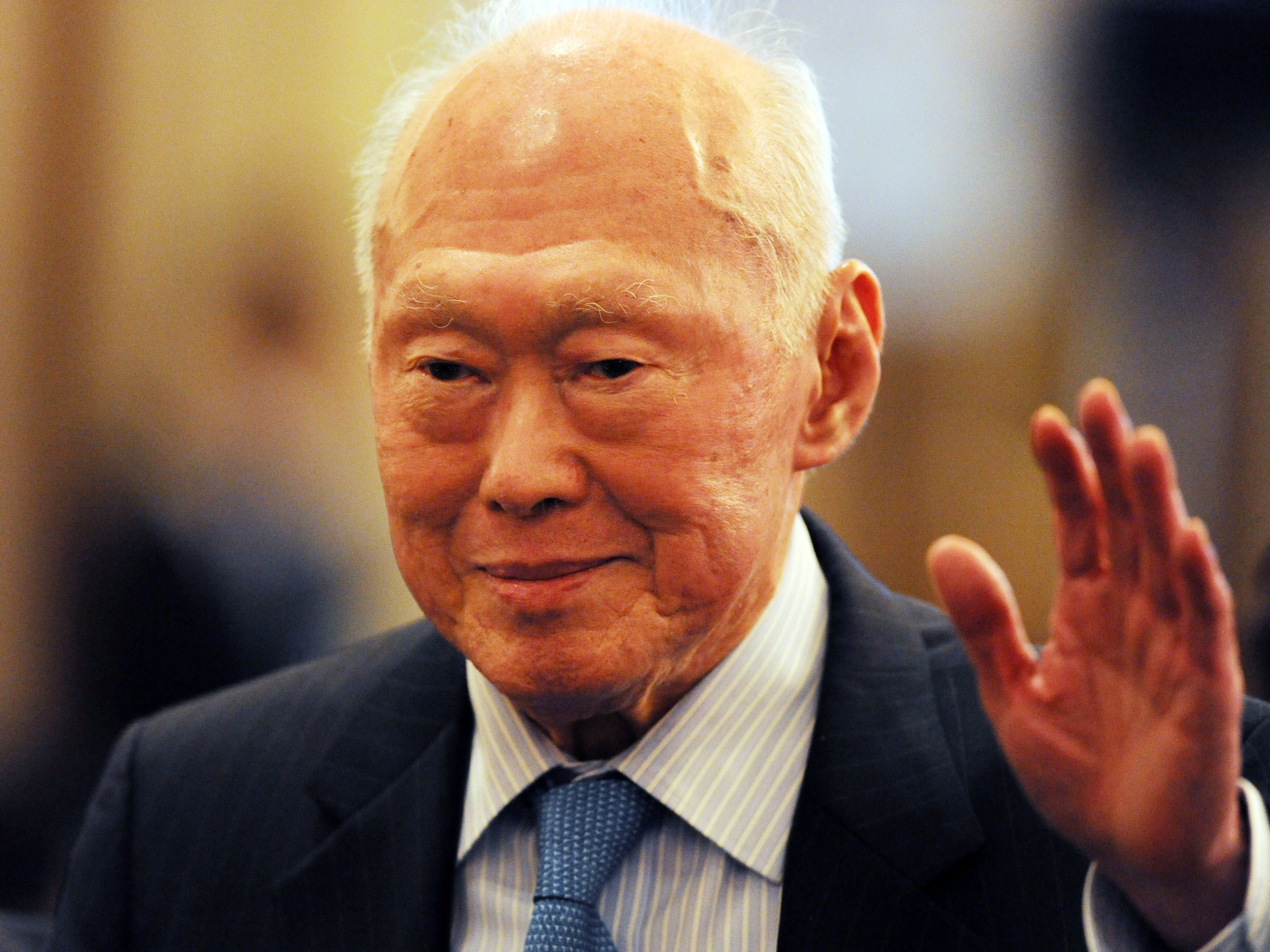 singapore s first prime minister lee kuan yew dies at 91