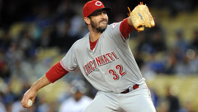Matt Harvey throws in the first inning against the Los Angeles Dodgers.