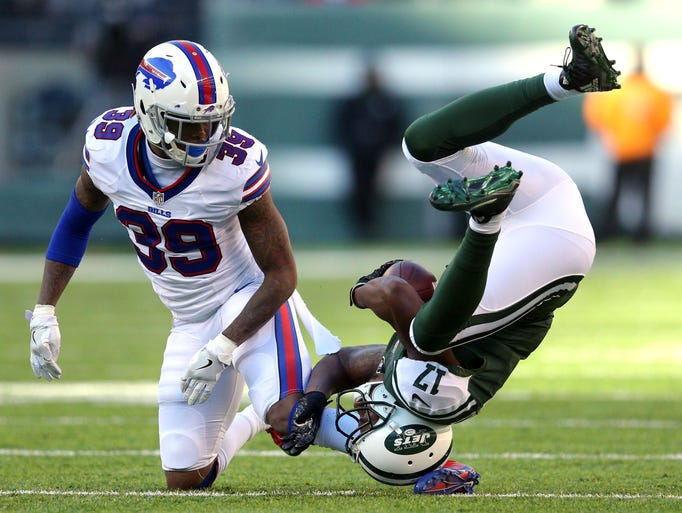 New York Jets wide receiver Charone Peake (17) is tackled