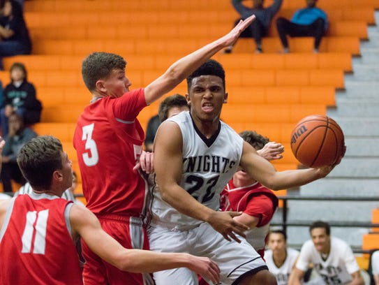 Oñate's Isaiah Slaughter is hurried against the Valencia