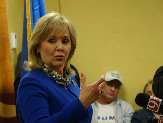 Okla. Gov. Mary Fallin speaks to campaign workers and