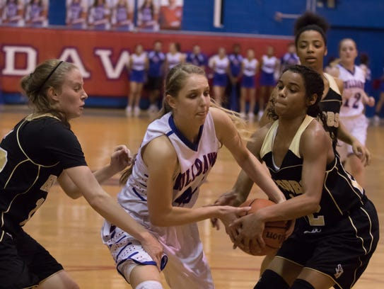 Las Cruces High's Sarah Abney fights for possession