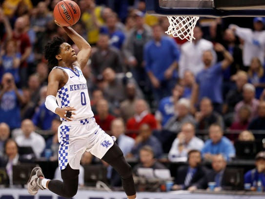Kentucky's De'Aaron Fox heads to the basket during
