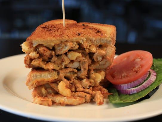 Grilled Cajun Chicken Mac & Cheese Sandwich