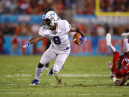 MTSU wide receiver Ty Lee runs after a catch against