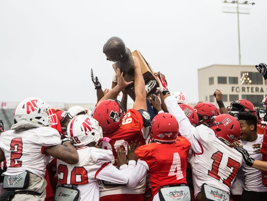 Austin Peay hoists the Sgt. York Trophy before practice