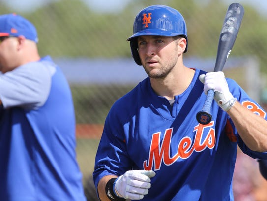 The Mets workout this morning.  Tim Tebow gets ready