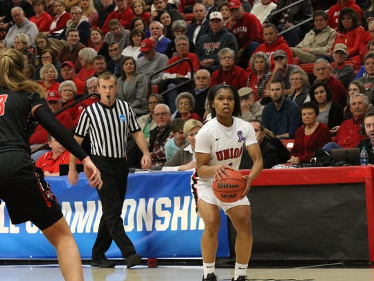 Jada Perkins looks to shoot a 3-pointer during a game.