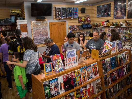 People wait in line to revive their comics on national