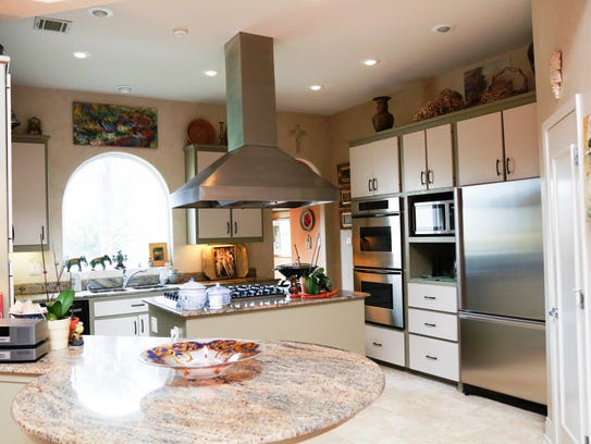 See amazaing edwards home in le triomphe for La kitchen delight