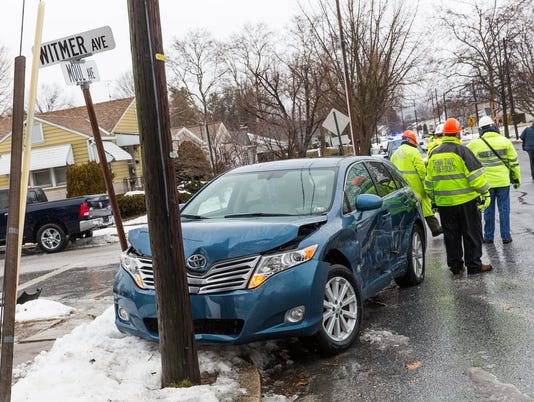 HES-HJ-021616-Moul Avenue crash 2.jpg