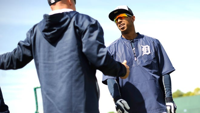 Tigers outfielder Anthony Gose talks with hitting coach Wally Joyner during batting practice on Saturday.