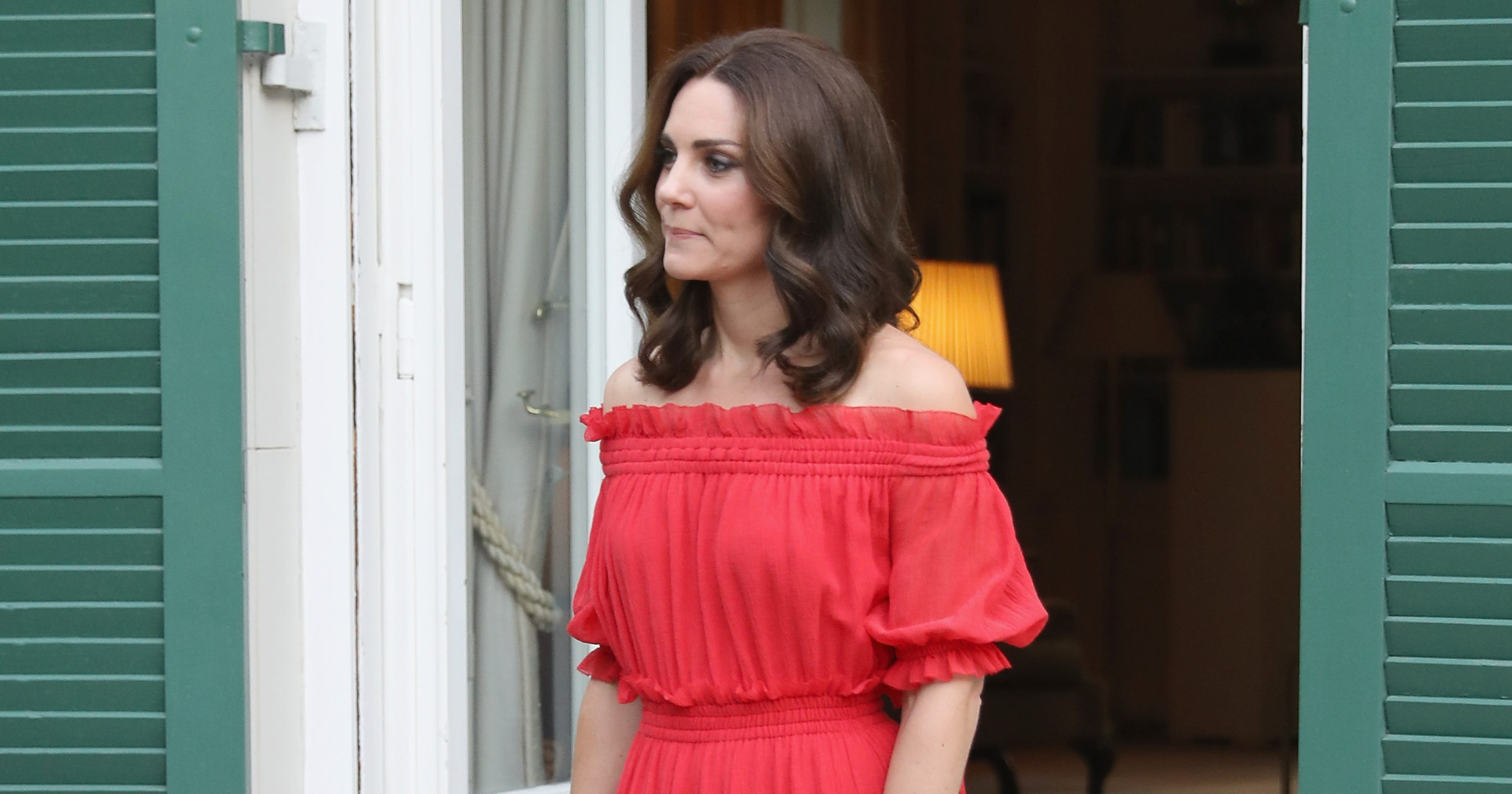 See Duchess Kates Bare Shoulders In A Spicy Red Peasant Dress
