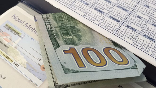 Banks and credit unions are offering cash bonuses of $100 or more for consumers who open new checking accounts.